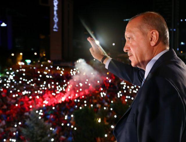 Ερντογάν: Εκείνοι έχουν δολάρια, εμείς έχουμε το θεό μας   tanea.gr