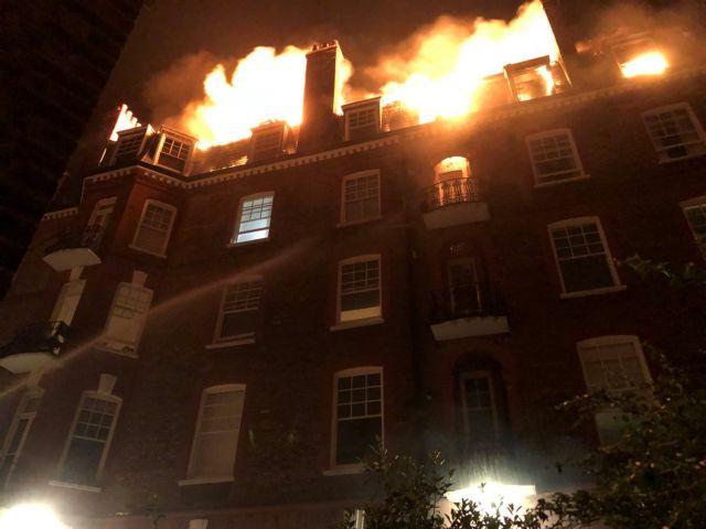 Πυρκαγιά σε κτίριο στο Λονδίνο   tanea.gr