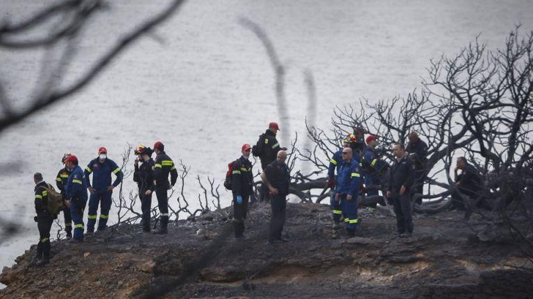 Φωτιά : Σκιές για την Πυροσβεστική – Αλλες ώρες ήταν οι πυροσβέστες στην πυρκαγιά, άλλες λένε τα αρχεία | tanea.gr