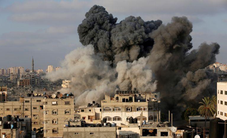 Βομβάρδισαν κτήριο στη Γάζα   tanea.gr