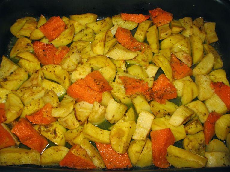 Γλυκοκολοκύθα με πατάτες στο φούρνο | tanea.gr