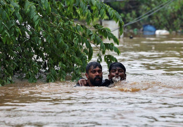 Στους 106 οι νεκροί στην Ινδία από πλημμύρες   tanea.gr