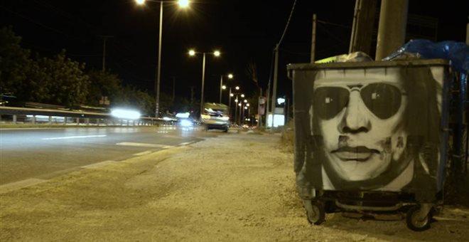Ο Ηλίας Ψινάκης έγινε γκράφιτι σε κάδο απορριμάτων   tanea.gr