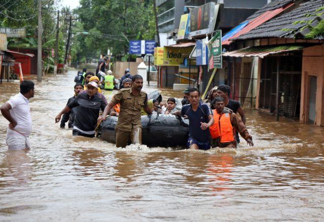 Ινδία: Στους 357 ο αριθμός των νεκρών από τις πλημμύρες | tanea.gr