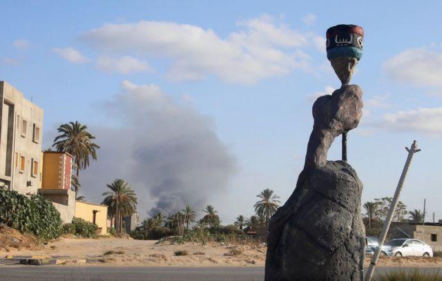 Λιβύη: Εκατοντάδες μετανάστες εγκαταλελειμμένοι σε κέντρα κράτησης | tanea.gr