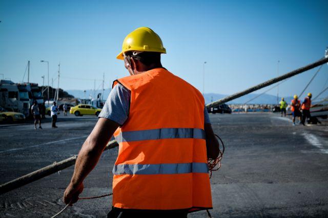 Προσέκρουσε στο λιμάνι της Σύρου το Blue Star Paros | tanea.gr
