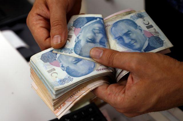 Goldman Sachs: Νέα υποχώρηση της τουρκικής λίρας απειλεί τα κεφαλαιακά αποθέματα των τραπεζών | tanea.gr
