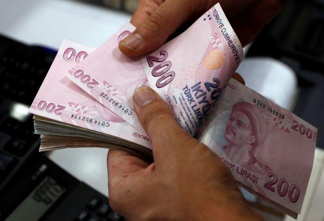 Η Τουρκία πιέζεται για αύξηση επιτοκίων ενώ εντείνεται η οικονομική κρίση | tanea.gr