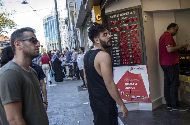 Η κατάρρευση της τουρκικής λίρας αγγίζει και την Ελλάδα | tanea.gr