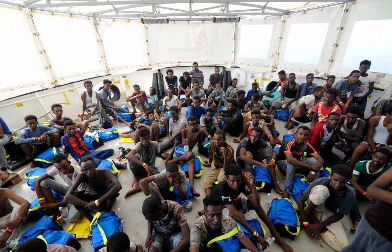 Εδιωξαν μετανάστες από βουστάσιο | tanea.gr