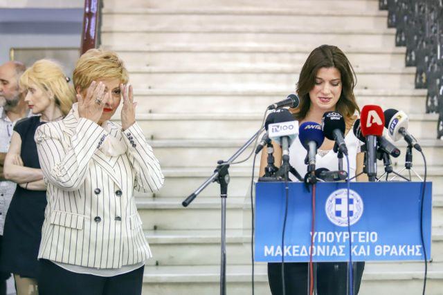Ανασχηματισμός: Με δάκρυα παρέδωσε η Κόλλια -Τσαρουχα στη Νοτοπουλου | tanea.gr