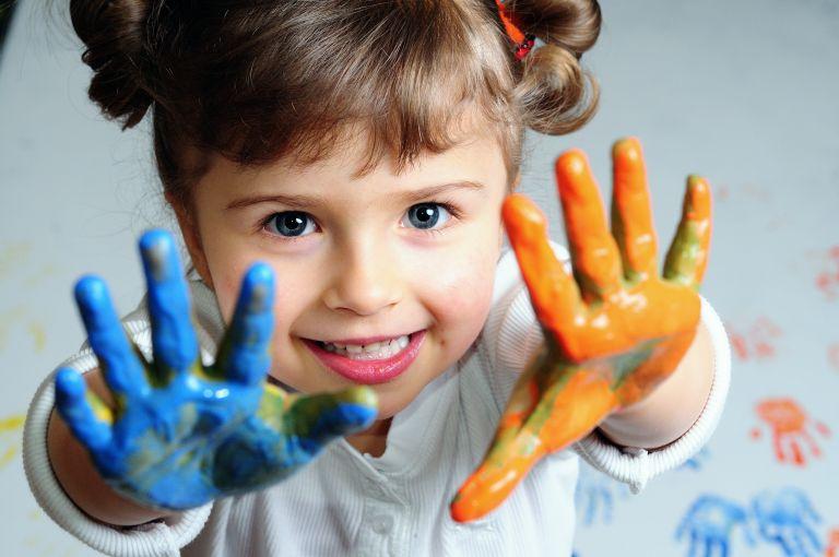Πως θα απασχολήσεις δημιουργικά το δίχρονο παιδί σου | tanea.gr