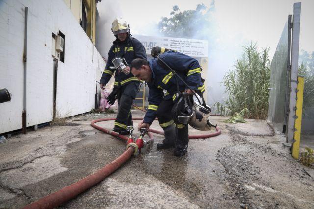 Κατασβέστηκε η πυρκαγιά στο εργοστάσιο ανακύκλωσης μπαταριών | tanea.gr