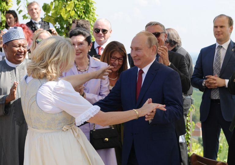 Το βαλς του Πούτιν με τη νύφη | tanea.gr