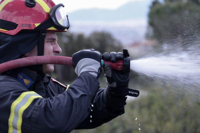 Σε ύφεση η πυρκαγιά στο Σχινιά | tanea.gr