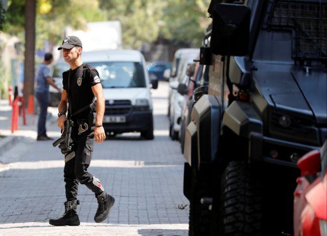 Δύο συλλήψεις μετά τους πυροβολισμούς έξω από την πρεσβεία των ΗΠΑ στην Αγκυρα | tanea.gr