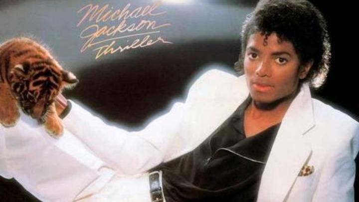 Επανέρχεται το λευκό κοστούμι του Μάικλ Τζάκσον από το εξώφυλλο του «Thriller» | tanea.gr