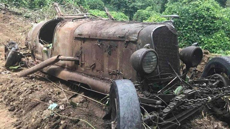 Πήγε να γκρεμίσει αχυρώνα και βρήκε αυτοκίνητα – αντίκες από το 1930 | tanea.gr
