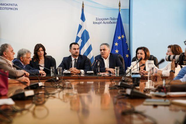 Βούληση για μεταρρυθμίσεις από Χαρίτση – Απολογισμός από Σκουρλέτη | tanea.gr