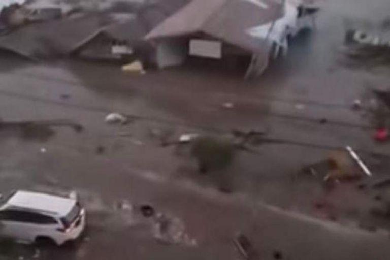 Ισχυρό τσουνάμι «χτύπησε» την Ινδονησία (βίντεο) | tanea.gr
