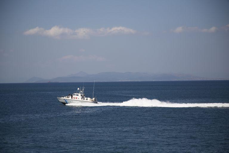 Βυθίστηκε αλιευτικό στο Σούνιο   tanea.gr