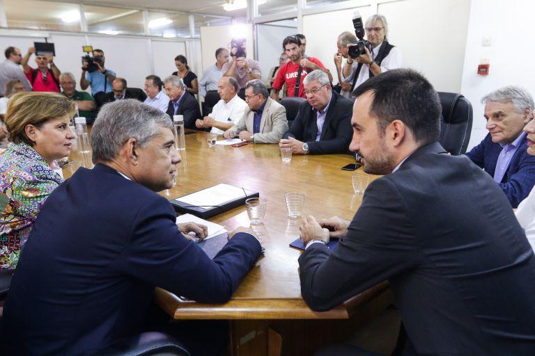 Ανακοίνωσε 64 εκατ. ευρώ για τις Περιφέρειες | tanea.gr