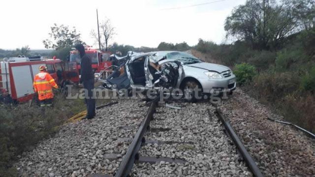 Μία νεκρή από τη σύγκρουση ΙΧ με τρένο στην Τιθορέα | tanea.gr