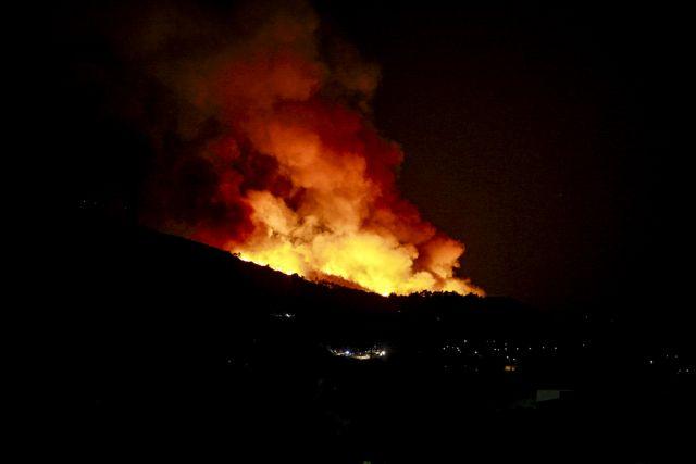 Σε ύφεση η πυρκαγιά στη Σάμο   tanea.gr