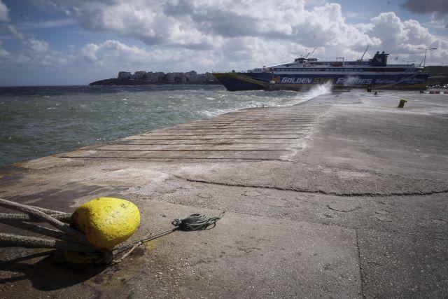 Δεμένα τα πλοία σε Ζάκυνθο και Κεφαλονιά λόγω σφοδρών ανέμων   tanea.gr