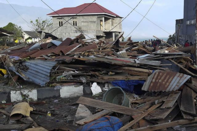 Ινδονησία: Μακραίνει η λίστα των νεκρών από το σεισμό και το τσουνάμι   tanea.gr