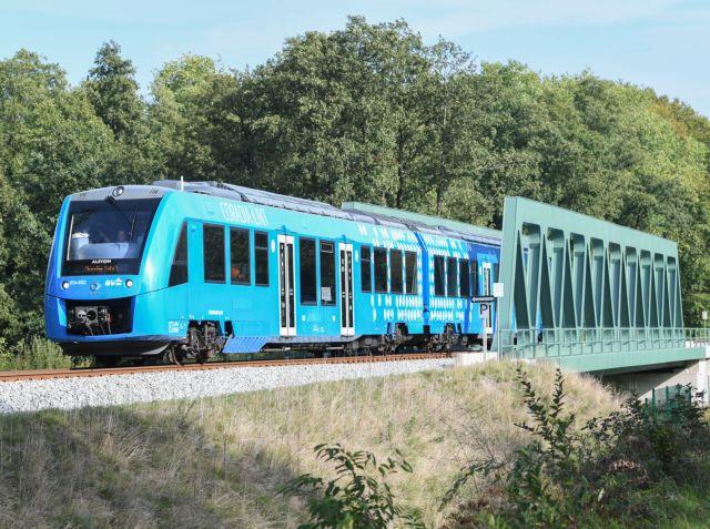 Ξεκίνησε το ταξίδι για το πρώτο τρένο στον κόσμο που κινείται με υδρογόνο | tanea.gr