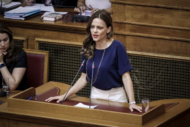 Αχτσιόγλου: Τον Ιανουάριο ο ενιαίος αυξημένος κατώτατος μισθός | tanea.gr