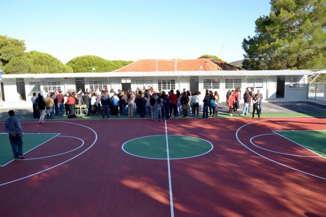 Αποκολλήθηκε κομμάτι στέγης στο 2ο Δημοτικό Σχολείο Καματερού | tanea.gr