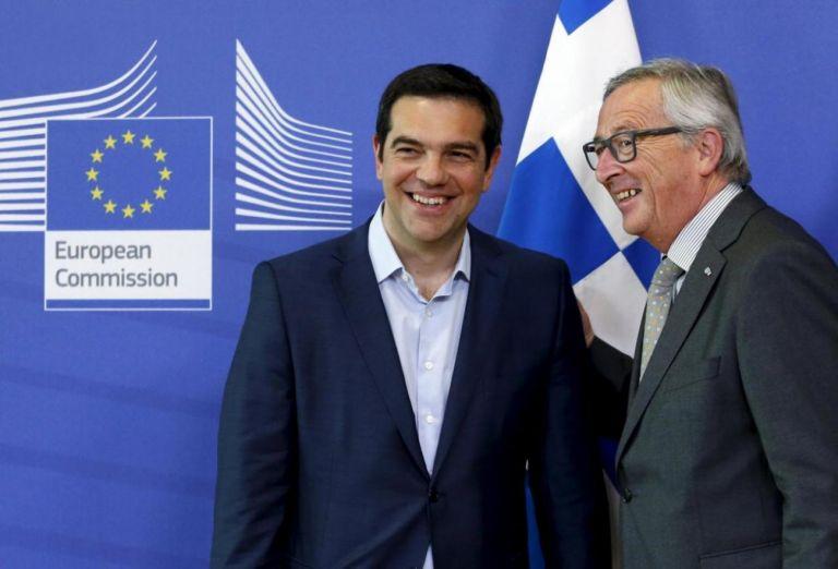 «Νάρκη» Γιούνκερ στην κυβέρνηση για την περικοπή στις συντάξεις | tanea.gr