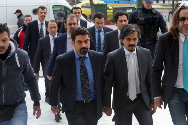 Sabah: Ankara knows where eight Turkish officers are being hidden | tanea.gr