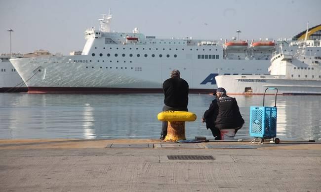 Απεργία : Νέο «μπλόκο» στα λιμάνια – Δεμένα για δεύτερη ημέρα τα πλοία   tanea.gr