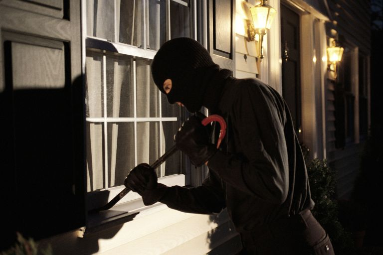 Τι πρέπει να κάνετε αν βρείτε παραβιασμένη την κατοικία σας από κλέφτες | tanea.gr