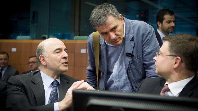 Οι δανειστές ανησυχούν για τις παροχές, ο Ευκλείδης καθησυχάζει | tanea.gr