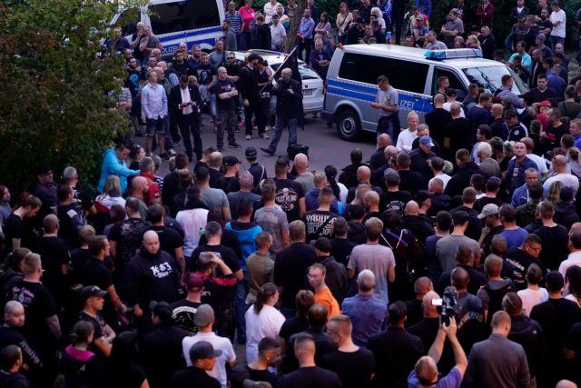 Η γερμανική κυβέρνηση καταδίκασε τα ναζιστικά συνθήματα στο Κέτεν | tanea.gr