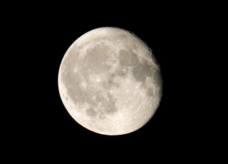 Είδαν από το Κρυονέρι μετεωρίτη στη Σελήνη | tanea.gr