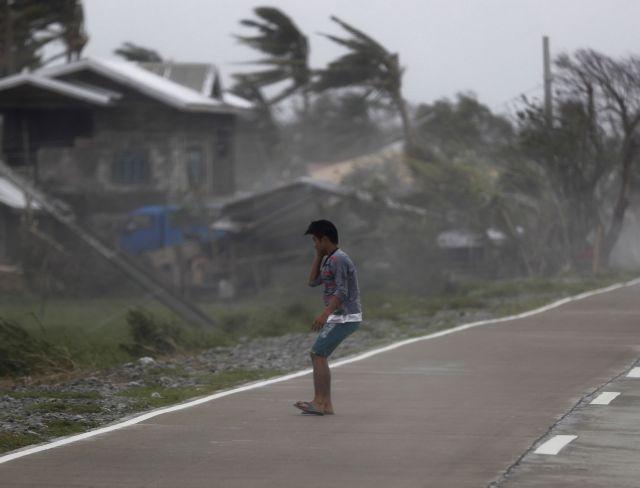 Φονικός τυφώνας στις Φιλιππίνες - Δεκάδες νεκροί και τραυματίες | tanea.gr