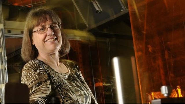 Ντόνα Στρίκλαντ: Η τρίτη γυναίκα στην ιστορία που κερδίζει Νόμπελ Φυσικής | tanea.gr