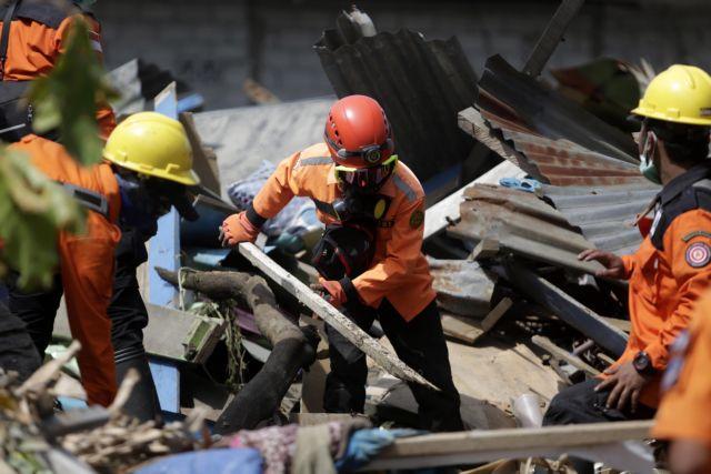 Ινδονησία: Συνεχίζονται οι επιχειρήσεις διάσωσης - Μάχη κατά του πλάτσικου | tanea.gr