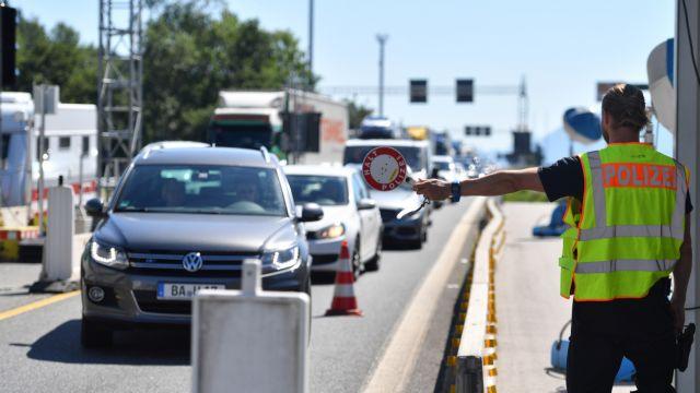 Η Αυστρία παρατείνει τους ελέγχους στα σύνορα για έξι μήνες | tanea.gr
