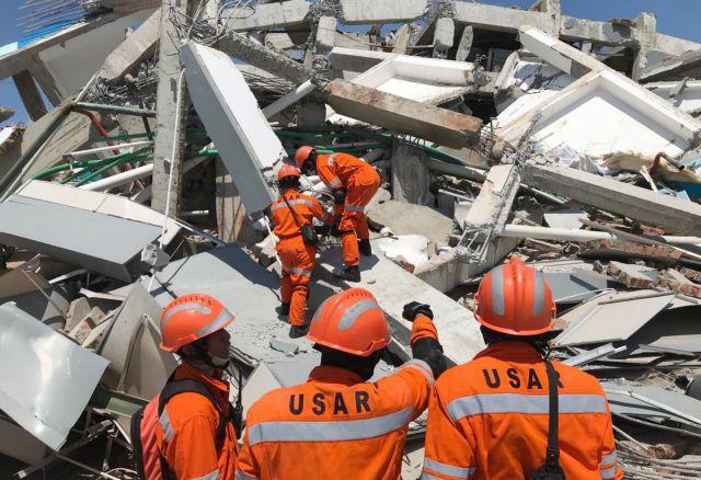 Ινδονησία: Εκκληση για διεθνή βοήθεια μετά το σαρωτικό τσουνάμι | tanea.gr