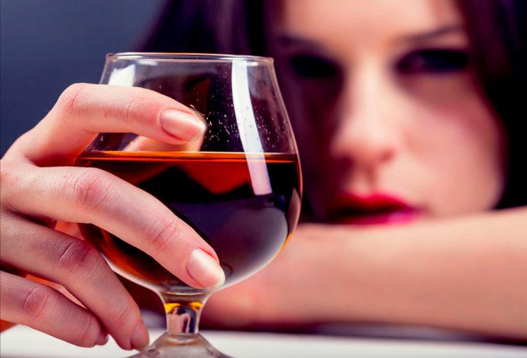 Αυξημένος ο κίνδυνος πρόωρου θανάτου από την καθημερινή κατανάλωση αλκοόλ | tanea.gr