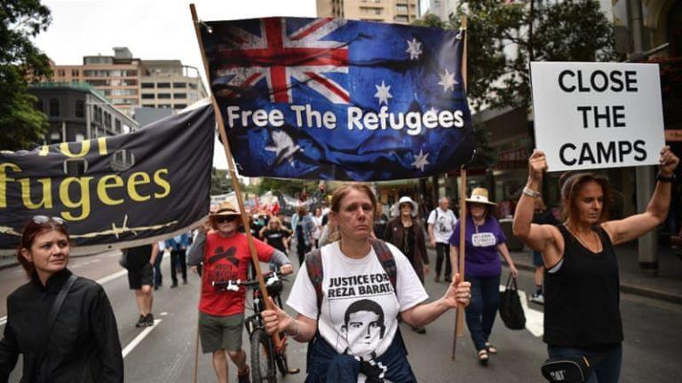 Αυστραλία: Διαδηλώσεις για την κατάργηση κέντρων κράτησης προσφύγων στον Ειρηνικό | tanea.gr