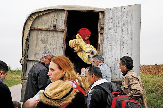 Athens protests as Ankara loosens controls at Evros border, 12,000 migrants reach Greece in 2018 | tanea.gr