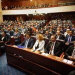 Ποιοι είναι οι 8 «προδότες» του VMRO που ψήφισαν υπέρ της συμφωνίας