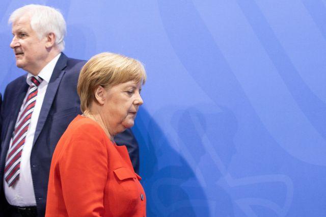 Γερμανικά ΜΜΕ: Να ξεκαθαρίσει η σχέση Μέρκελ-Ζεεχόφερ | tanea.gr